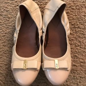 Cole haan size 7.5 flats beige in good condition